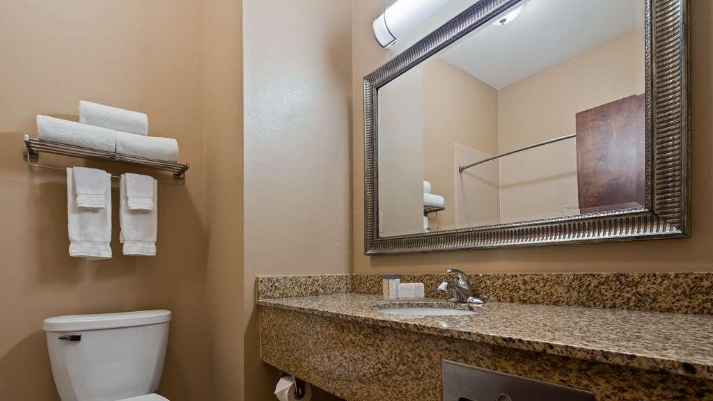 Best Western Plus Louisa - Guest Room Bathroom