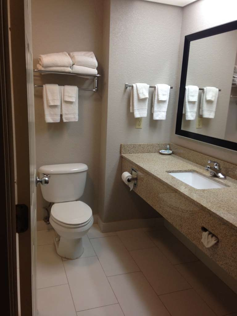 Best Western Lake Cumberland Inn - All guest bathrooms have a large vanity with plenty of room to unpack the necessities.