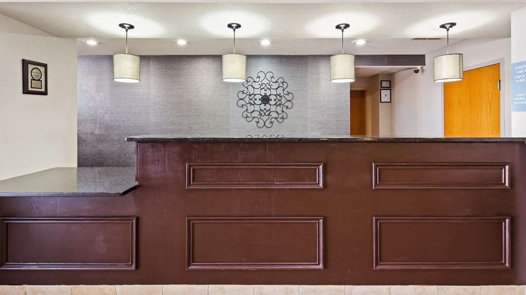 Best Western Lake Cumberland Inn - Front Desk