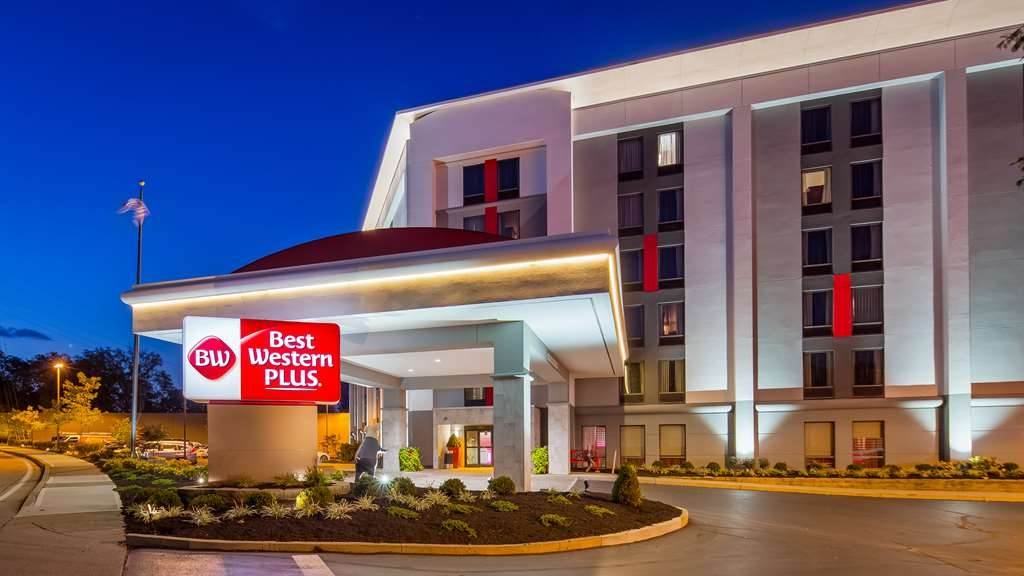Best Western Plus Cincinnati Riverfront Downtown Area - The Reds Great American Ballpark and Paul Brown Stadium are just across bridge making it convenient to enjoy Cincinnati's favorite pastimes.