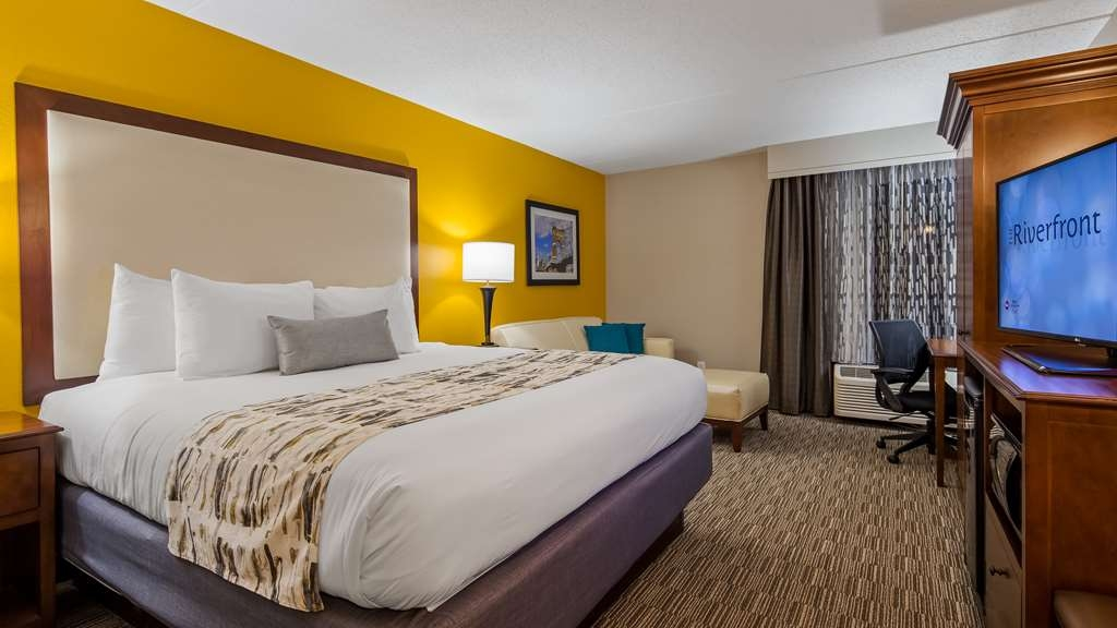 Best Western Plus Cincinnati Riverfront Downtown Area - Indulge yourself in our warm, welcoming and inviting King Guest oom