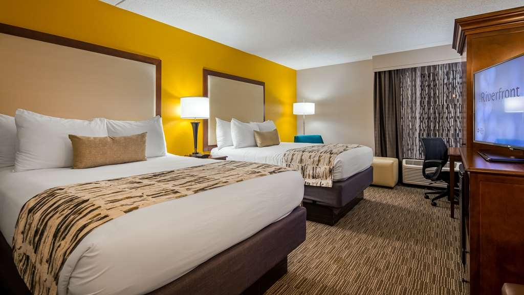 Best Western Plus Cincinnati Riverfront Downtown Area - Opt for our spacious Two Queen Guest room with a 43