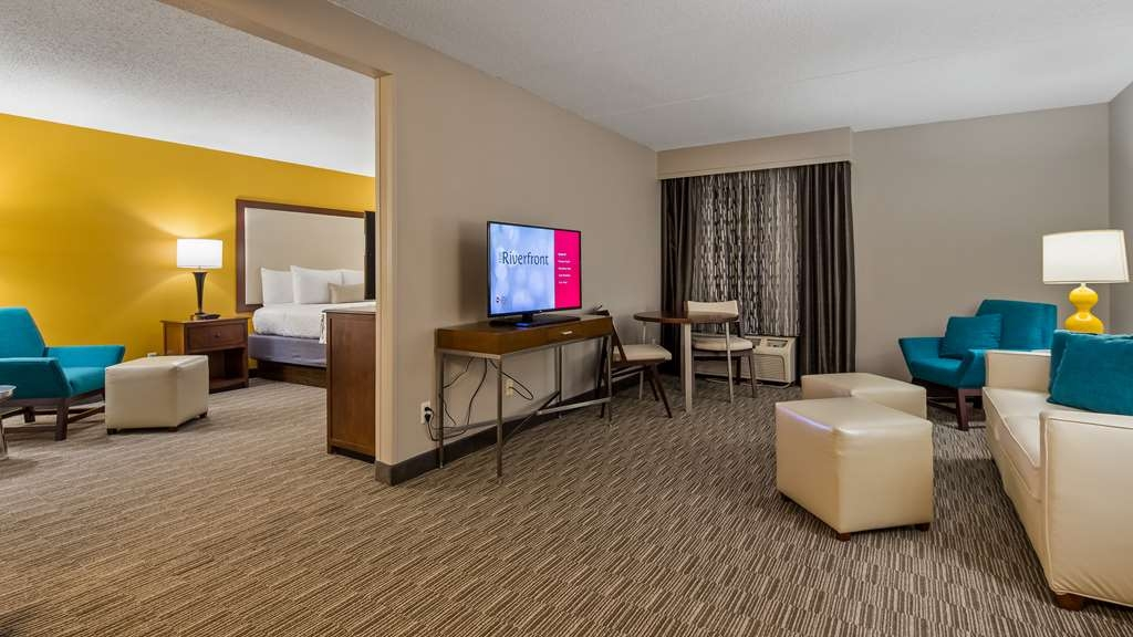 Best Western Plus Cincinnati Riverfront Downtown Area - Our King Suite was designed with an open concept, ensuring you have plenty of space without sacrificing comfort.
