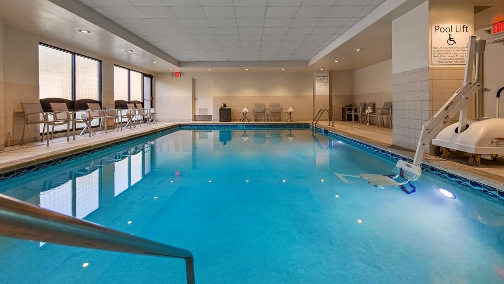 Best Western Plus Cincinnati Riverfront Downtown Area - Our indoor pool is perfect all year round.