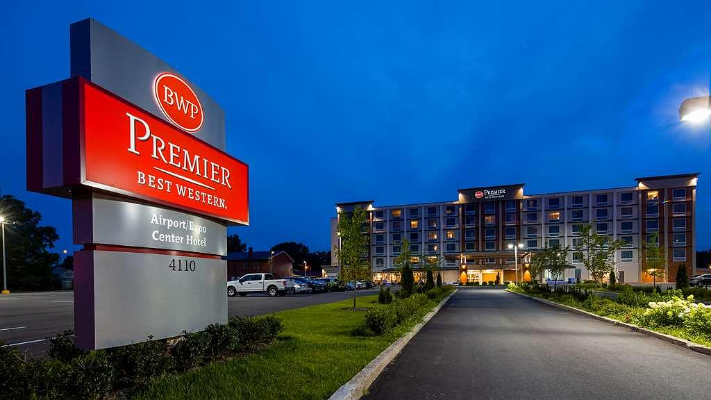 Best Western Premier Airport/Expo Center Hotel - Area esterna