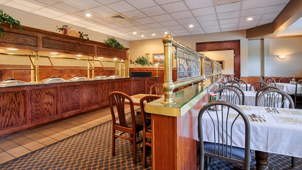 Best Western Forest Inn - We feature Cajun dishes, steaks, seafood, salads, and a wide variety of sandwiches.