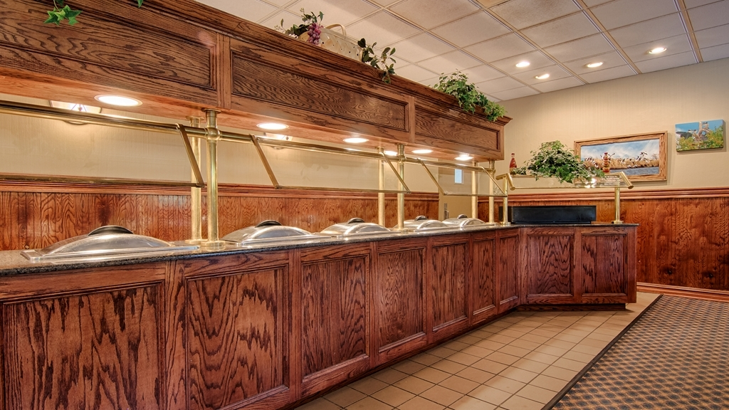 Best Western Forest Inn - We serve deluxe continental breakfast on Sunday and Monday when our restaurant is closed.