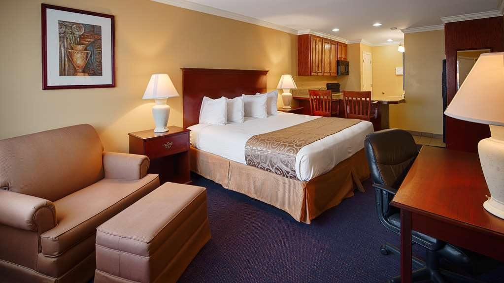 Best Western Forest Inn - Queen Suite with Kitchenette