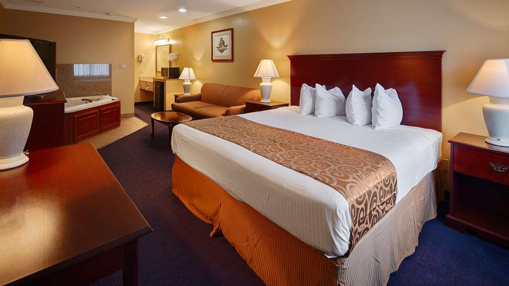Best Western Forest Inn - King Suite with Jacuzzi