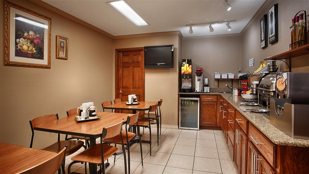 Best Western Delhi Inn - Sit down and enjoy the morning news while sipping a delicious cup of coffee.