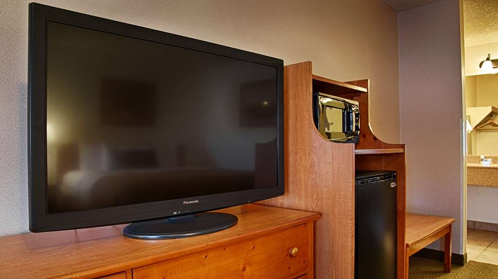 Best Western Plus Westbank - All of our guest rooms feature flat screen TVs, microwave and refrigerator.