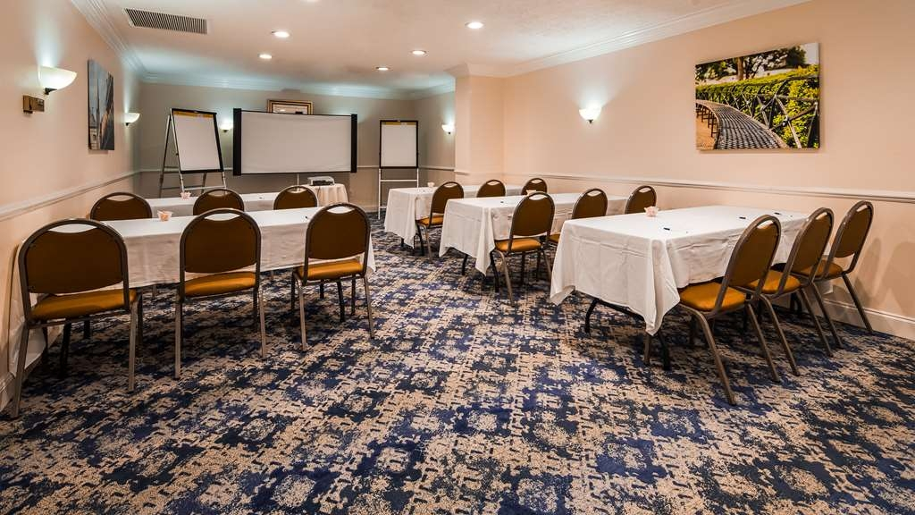Best Western Plus Westbank - We offer limited AV equipment, podiums, and flipcharts.