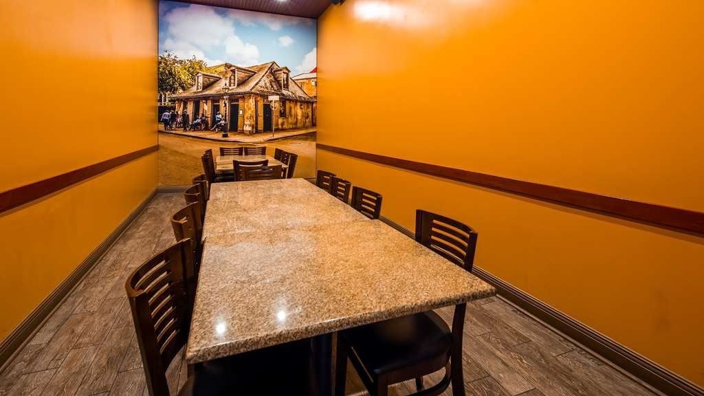 Best Western Plus Westbank - Private dining space available in restaurant next door.