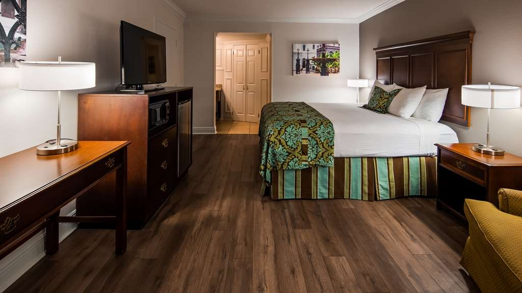 Best Western Plus Westbank - Relax in style with our newly renovated standard King room.