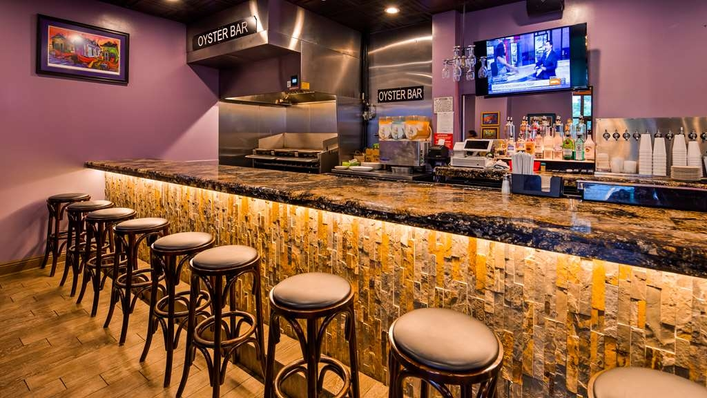 Best Western Plus Westbank - Enjoy some chargrilled oysters or a specialty drink at Fire, Food, & Spirits.