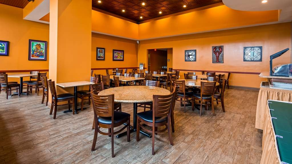Best Western Plus Westbank - Private dining rooms available for any size group