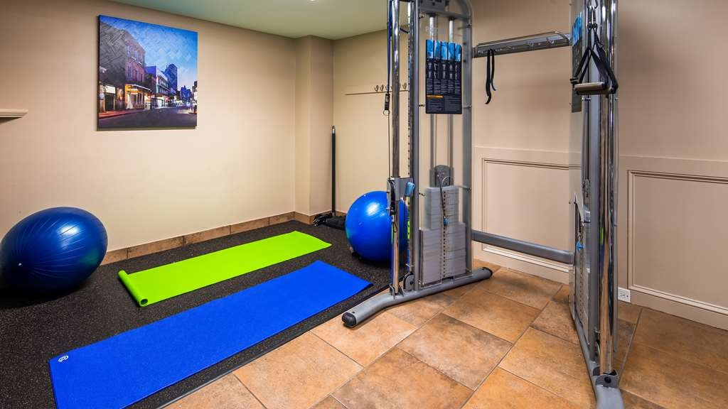 Best Western Plus Westbank - The fitness center is also equipped with a weight machine, mats, balls and free weights to complete your workout.