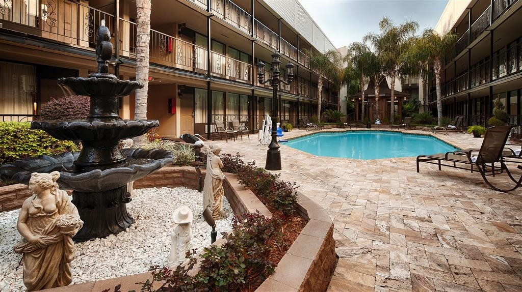 Best Western Plus Westbank - Take a refreshing dip or swim some laps in our outdoor pool.