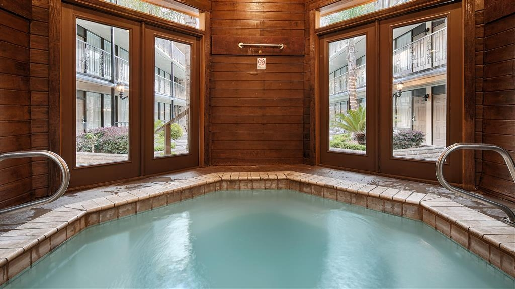 Best Western Plus Westbank - Melt away all the stress from the day in our hot tub.