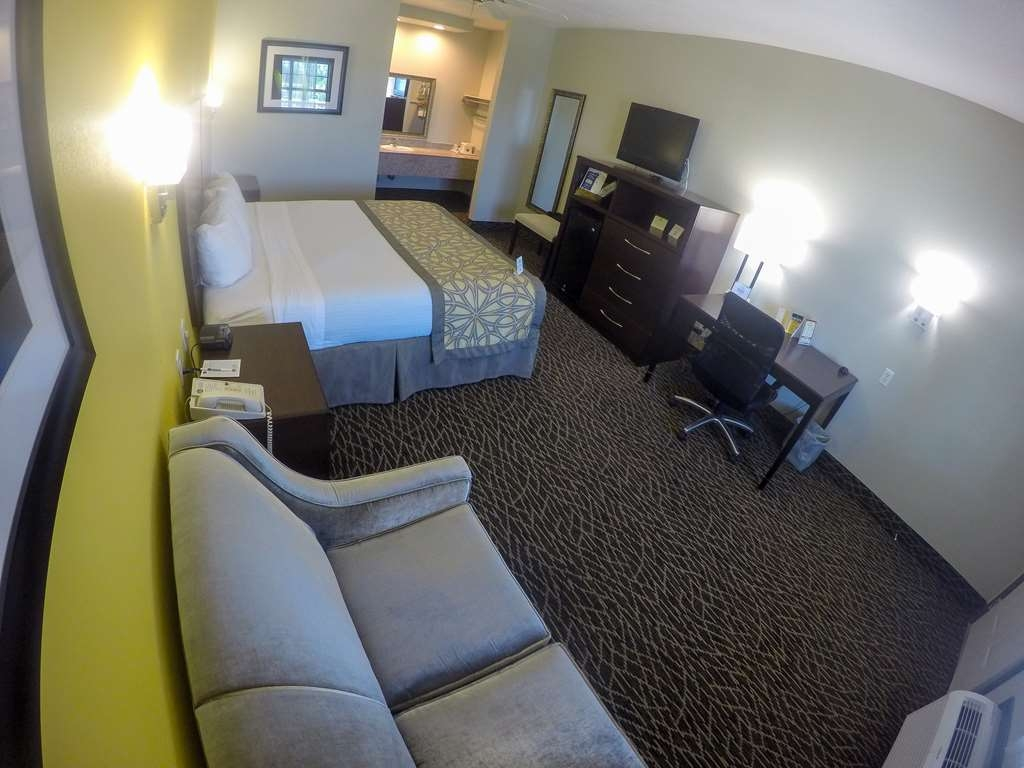 Best Western West Monroe Inn - Get some work done and check your emails from the comfort of your king guest room with our free Internet.
