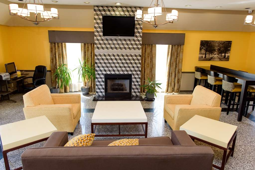 Best Western West Monroe Inn - Make yourself right at home in our warm and inviting lobby.