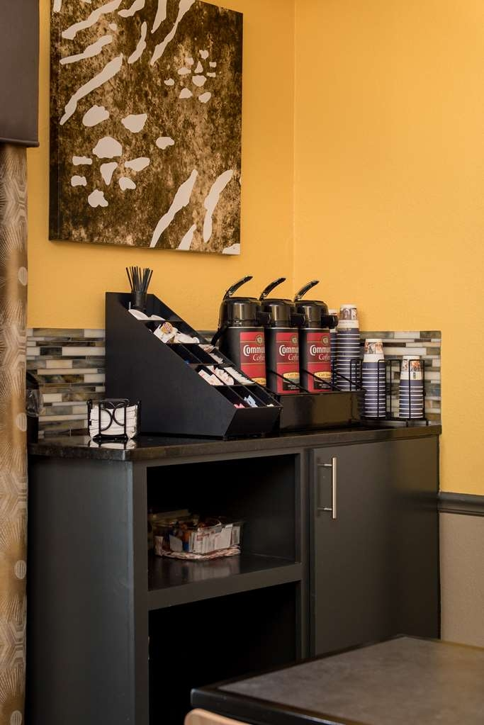 Best Western West Monroe Inn - Wake up each morning to a delicious cup of coffee!