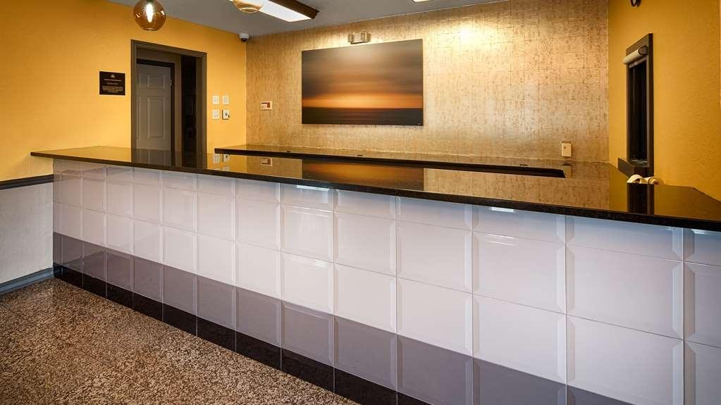Best Western West Monroe Inn - Front Desk