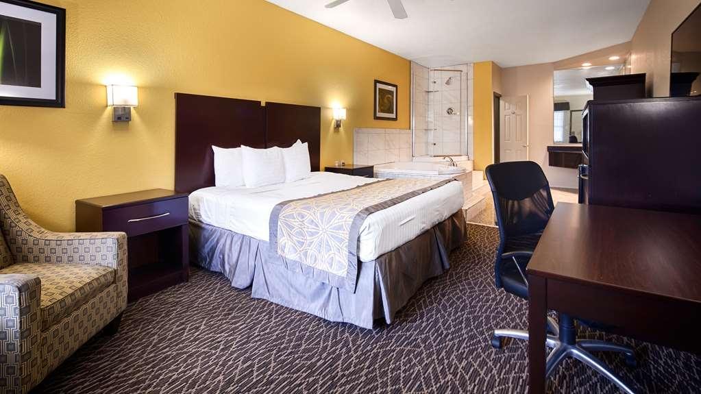 Best Western West Monroe Inn - King Whirlpool Suite