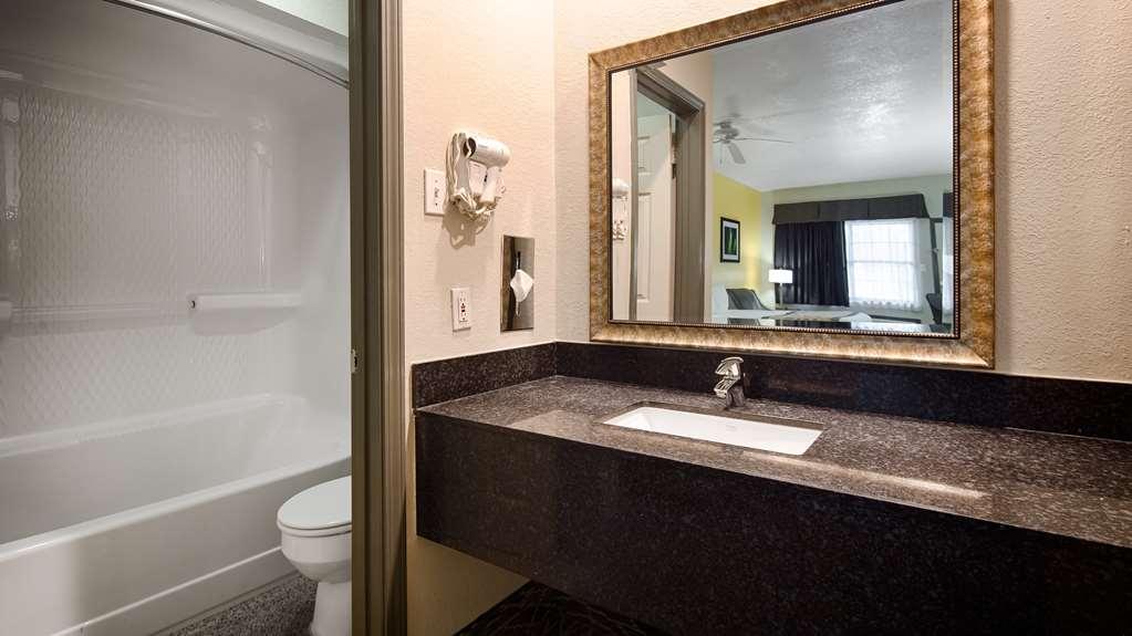 Best Western West Monroe Inn - Guest Bathroom