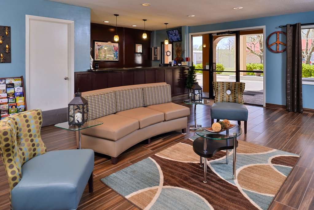 Best Western Eunice - Meet up with friends and family in our contemporary lobby.