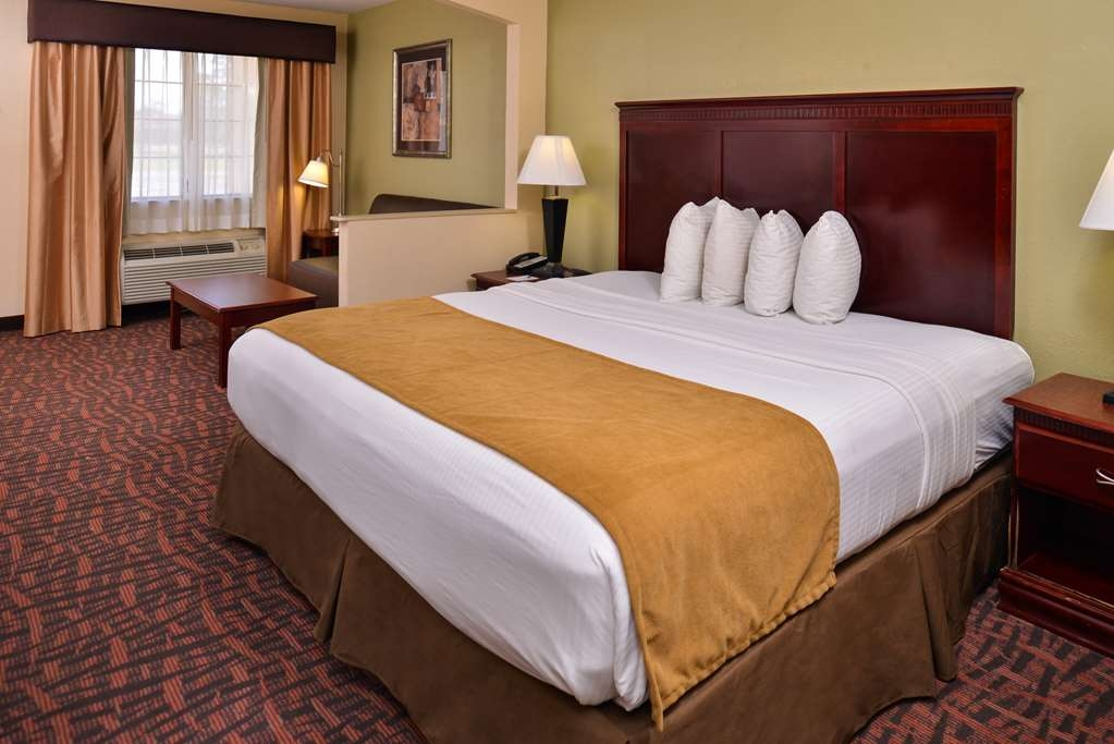 Best Western Eunice - Our king guest room offers all the amenities to make you feel right at home.