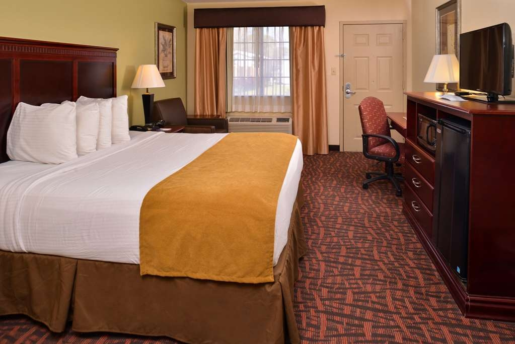 Best Western Eunice - Our king guest room comes complete with a desk area and free high-speed Internet access.