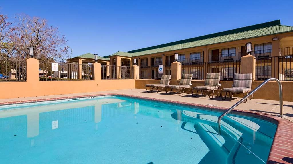 Best Western Eunice - Have some fun in the sun in our outdoor swimming pool.