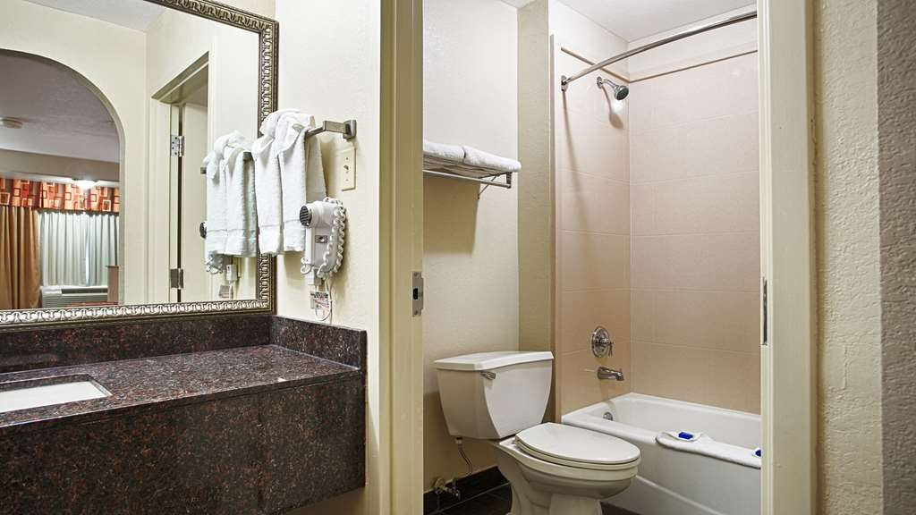 Best Western Minden Inn - Enjoy getting ready for the day in our fully equipped guest bathrooms.