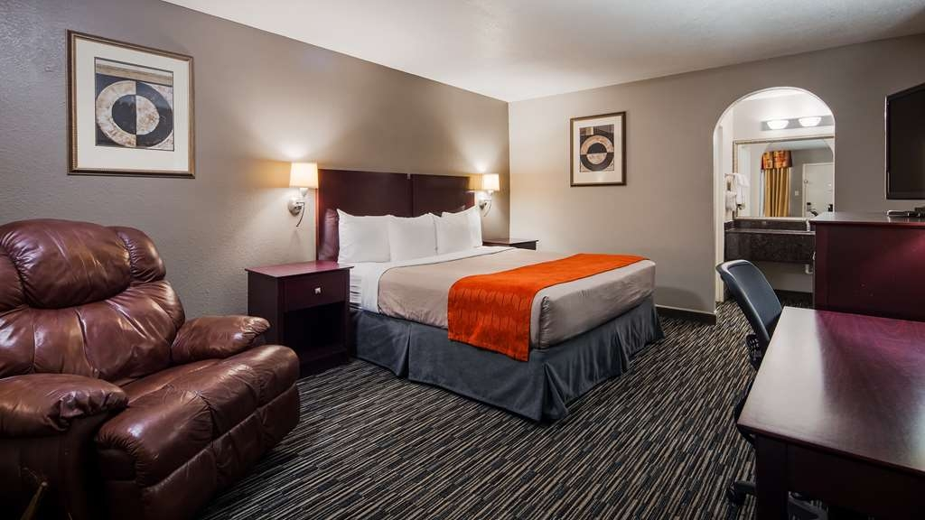 Best Western Minden Inn - Stretch out in a king bed.
