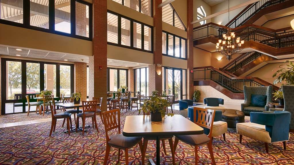 Best Western Inn at Coushatta - Sit down and enjoy the morning news while sipping a delicious cup of coffee.
