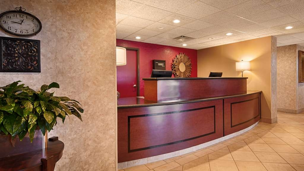 Best Western Inn at Coushatta - Our front desk is happy to provide all the comforts of home for you during your stay.