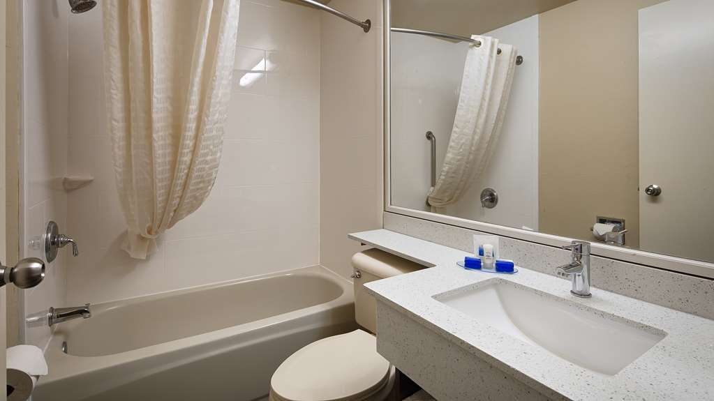 Best Western Magnolia Manor - Enjoy getting ready for the day in our fully equipped guest bathrooms.