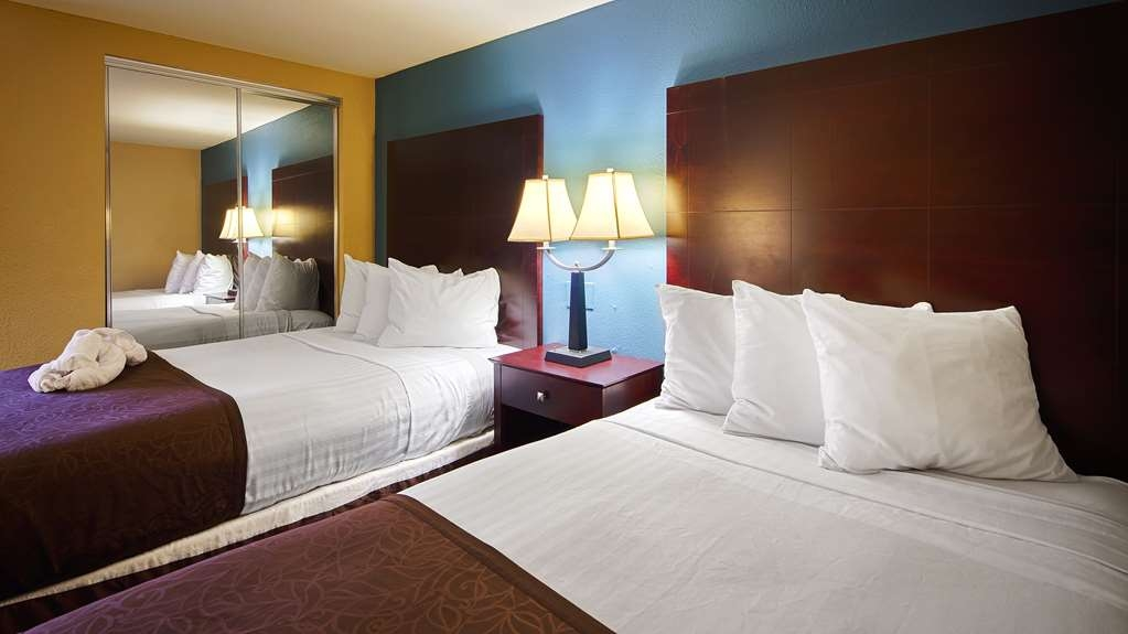 Best Western Magnolia Manor - Book our 2 double room so you can stretch out and relax!