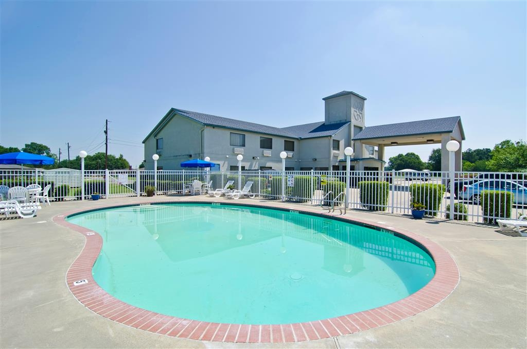 Best Western Ville Platte - Have some family fun in the sun at our outdoor pool.
