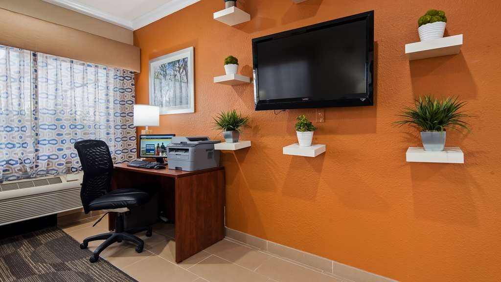 Best Western Ville Platte - Keep connected with your loved ones in our business center.