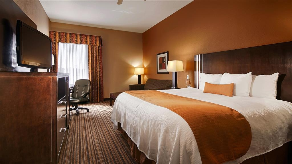 Best Western Plus Houma Inn - Enjoy sleeping in our comfortable king sized beds.