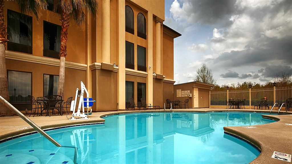 Best Western Plus Houma Inn - Enjoy the water or relax poolside.