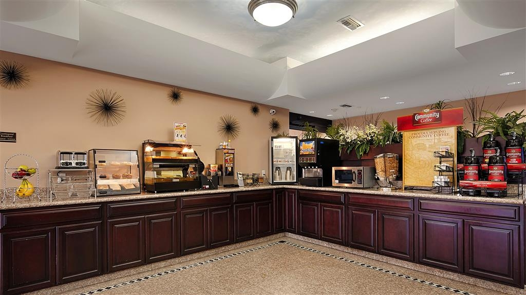 Best Western Plus Houma Inn - Start your day off right with our complimentary full hot breakfast.