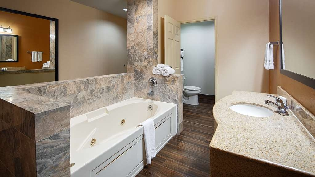 Best Western Plus Houma Inn - Our spacious king guest suite features a large whirlpool tub.
