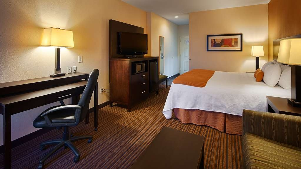 Best Western Plus Houma Inn - Our spacious rooms feature extra seating so that you can work or relax in comfort.