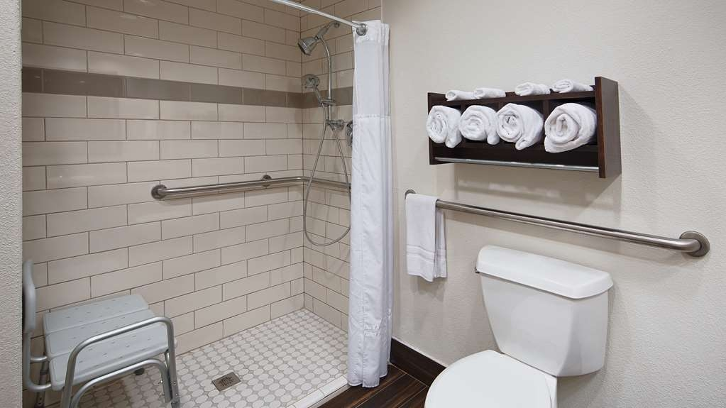Best Western Plus Houma Inn - Our updated bathrooms are well lit for your convenience.