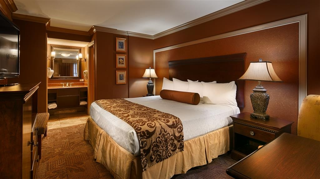 Best Western Plus French Quarter Landmark Hotel - We offer a variety of king rooms from standard to mobility accessible to executive rooms.