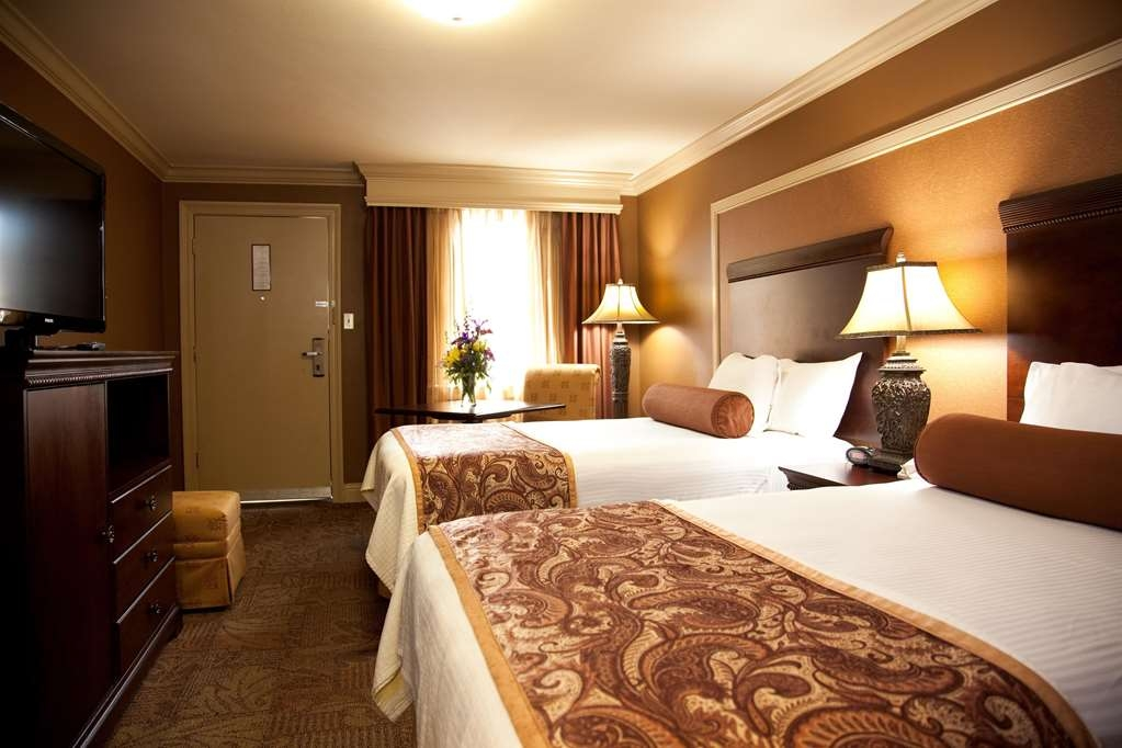 Best Western Plus French Quarter Landmark Hotel - We offer a variety of two double beds from standard to executive to mobility accessible.