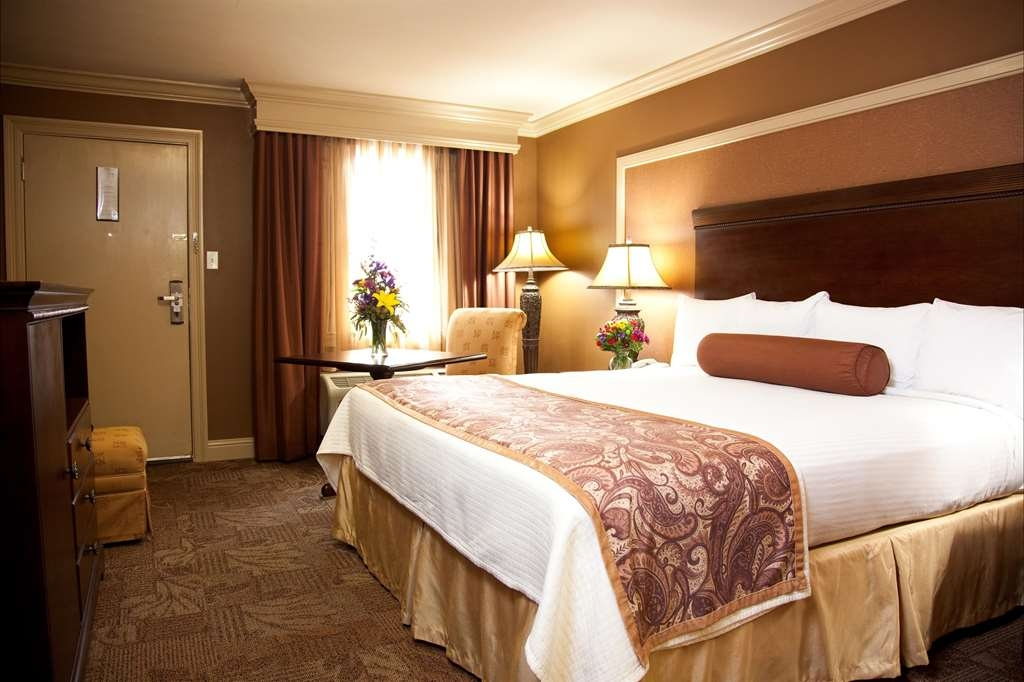 Best Western Plus French Quarter Landmark Hotel - Designed for corporate and leisure traveler alike, make a reservation in this king guest room.